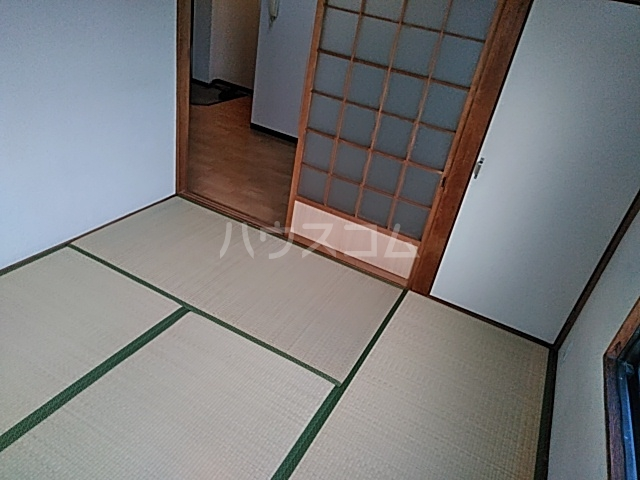 オプス正雀 301号室の居室