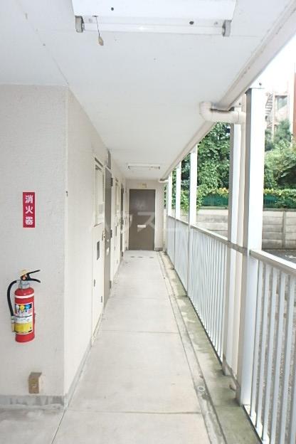 KMハイツ 501号室のエントランス