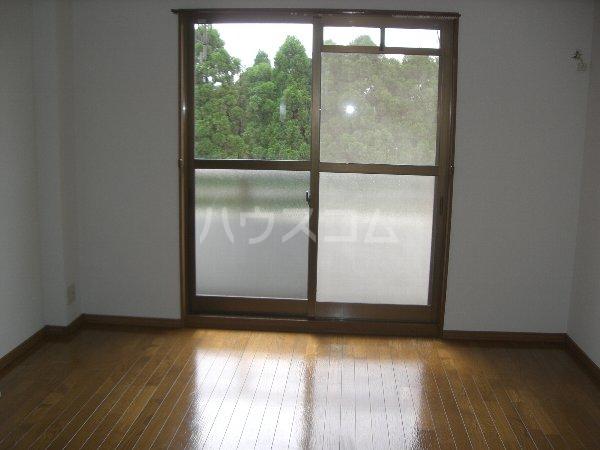 ファイン町田 201号室のリビング