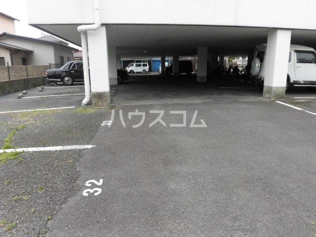 バーサス光中駒ビル 4E号室の駐車場