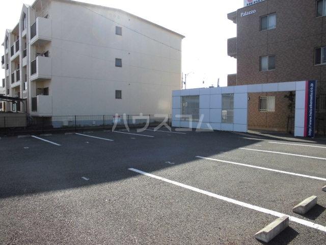 パラッツォ 201号室の駐車場