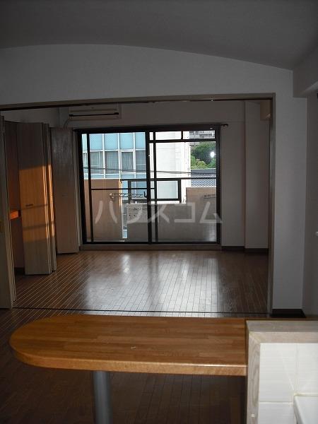 マンションミネ 302号室のリビング