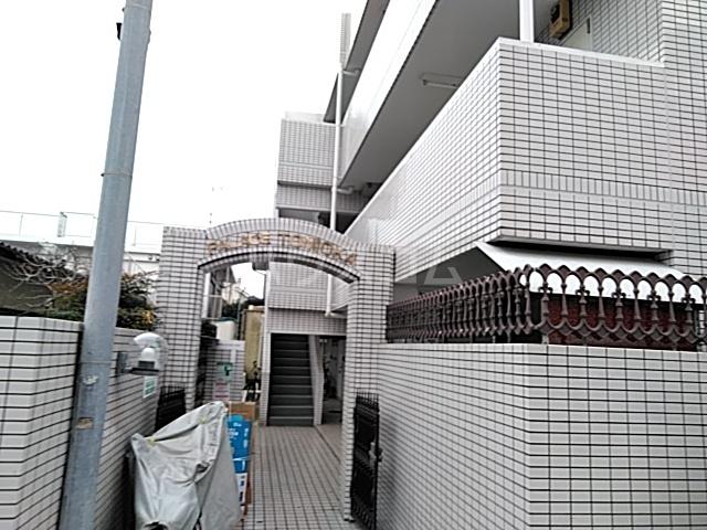 パレス富岡 204号室のエントランス