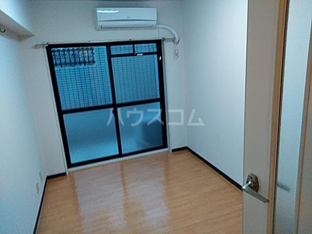 パレス富岡 204号室のリビング