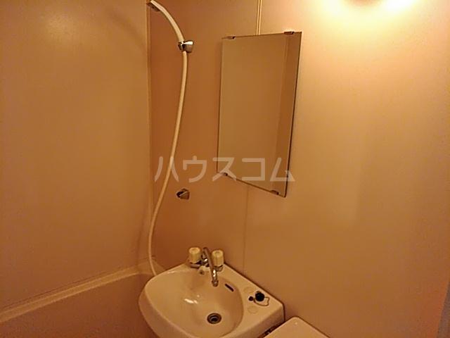 パレス富岡 204号室の洗面所
