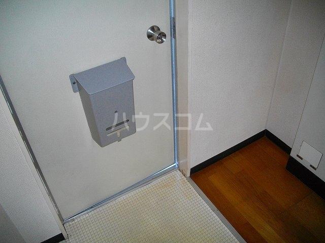 シャトーハイツのろ 205号室の玄関