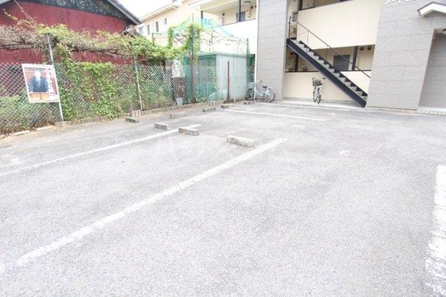 アートビレッジ 1B号室の駐車場