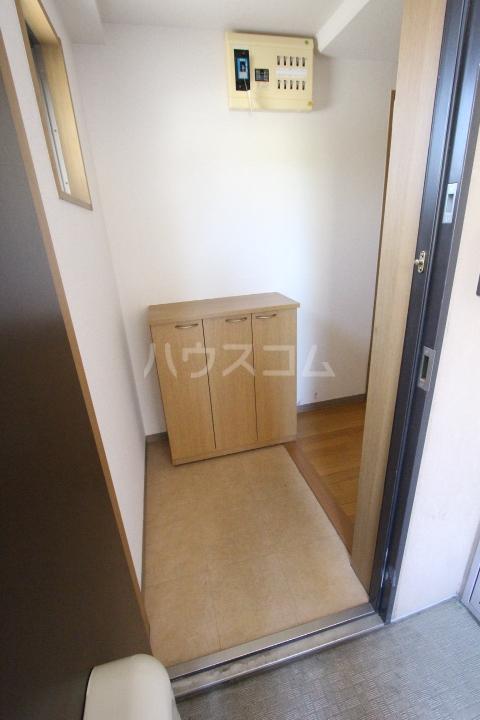 クレセントヒルズ 405号室の玄関