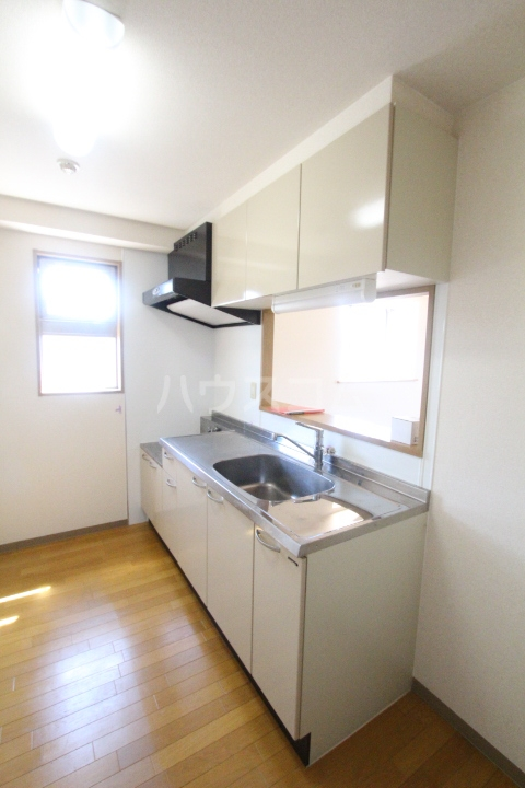 クレセントヒルズ 405号室のキッチン
