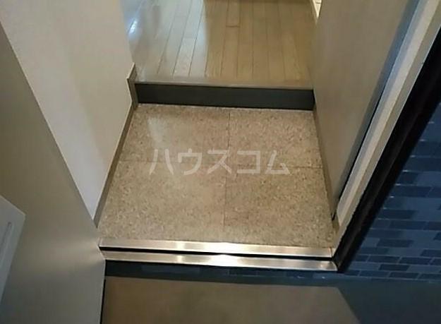 菱和パレス高輪台 201号室の玄関
