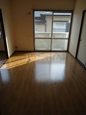 メゾン野見山台ⅡA棟 201号室のリビング