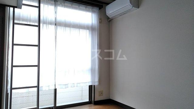 光ハイツ B201号室のリビング
