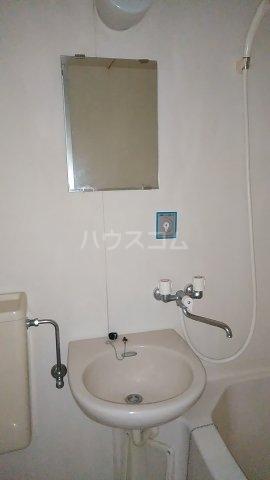 光ハイツ B201号室の洗面所