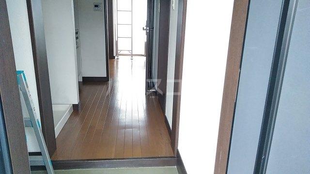 光ハイツ B201号室の玄関