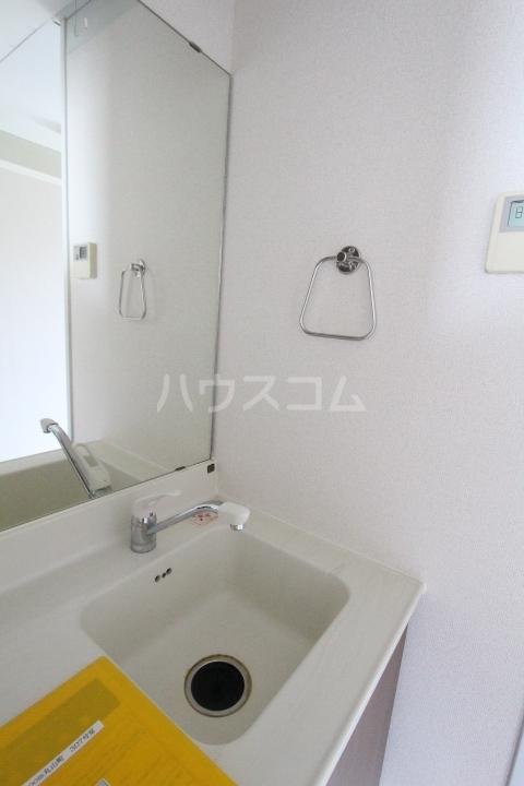 i-room丸山町 103号室の洗面所
