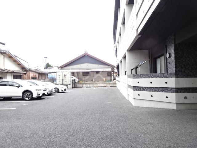 PARQUE HIMORI 206号室の駐車場