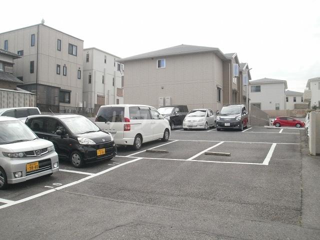 柿本ヒルズ 5号室の駐車場