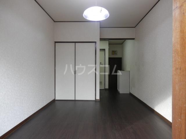 アサヒハイツ 102号室のリビング