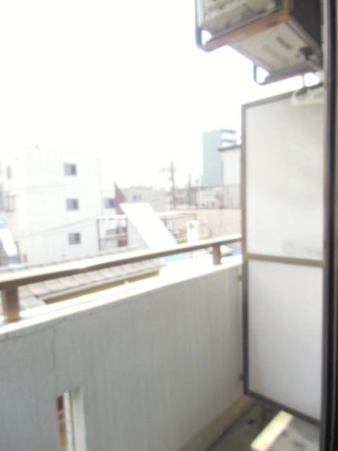 第5オカダビル 603号室のバルコニー