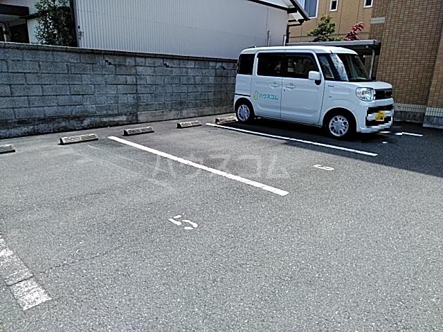 光彩 203号室の駐車場