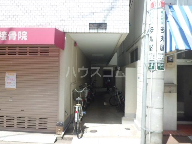 新井ビル 303号室のエントランス