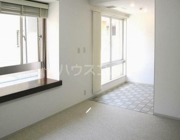 アパートメント雪谷 102号室のリビング
