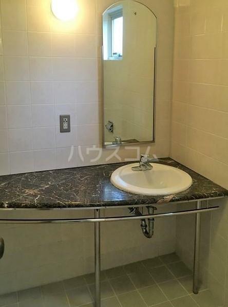 アパートメント雪谷 102号室の洗面所