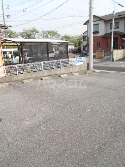 レオナルド・ダ・ヴィンチ 2C号室の駐車場