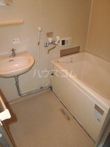 メゾンウォリア 102号室の風呂