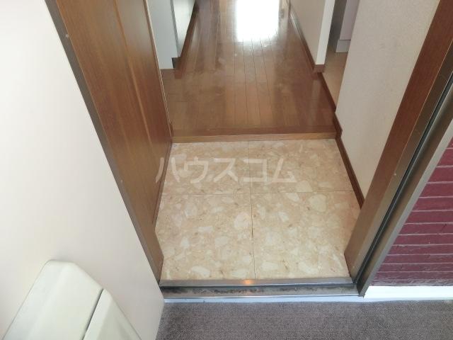 ベイコート 101号室の玄関