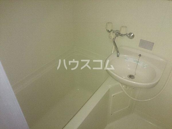 アップル春日井 208号室の風呂