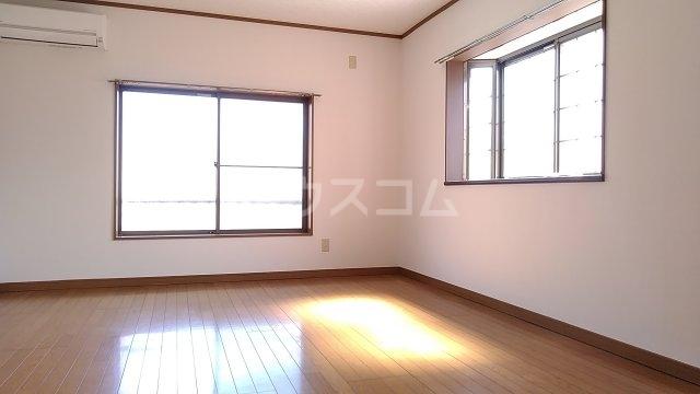 パシフィック桜木 206号室のリビング