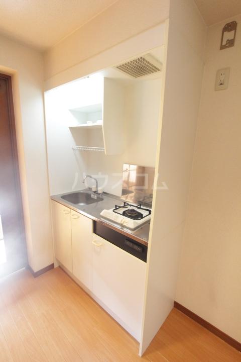 コンフォート梅村 102号室のキッチン