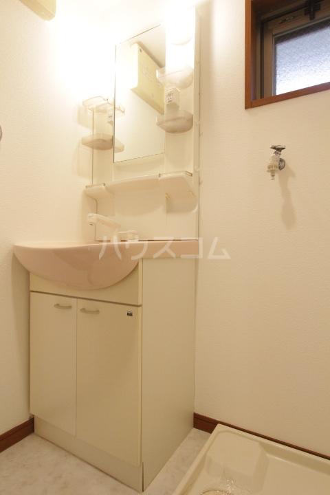 コンフォート梅村 102号室の洗面所