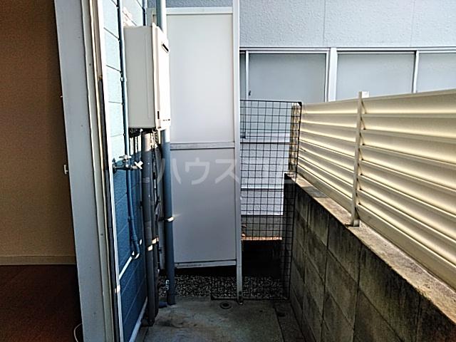 ハイドアウト園 107号室のバルコニー