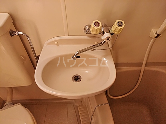 ハイドアウト園 107号室の洗面所