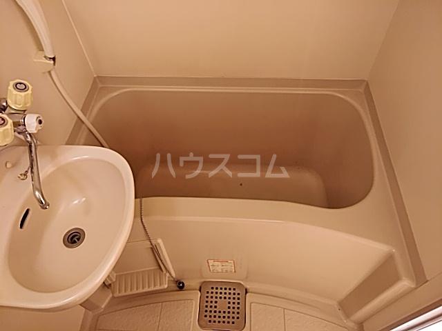 ハイドアウト園 107号室の風呂
