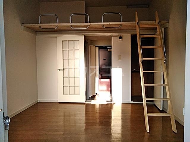 ハイドアウト園 107号室のリビング