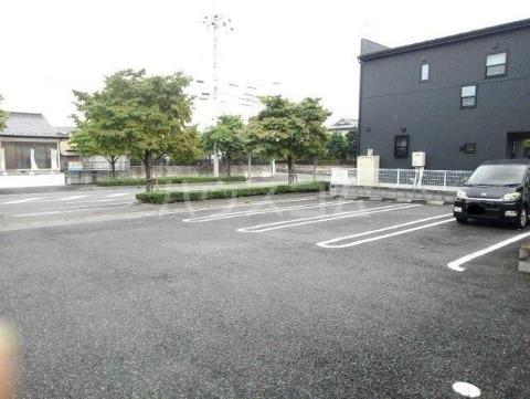 グッドヒル 01020号室の駐車場
