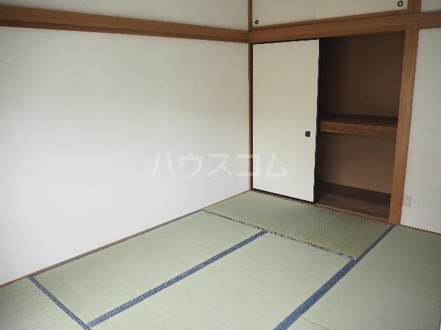 ハイム大京 202号室のリビング