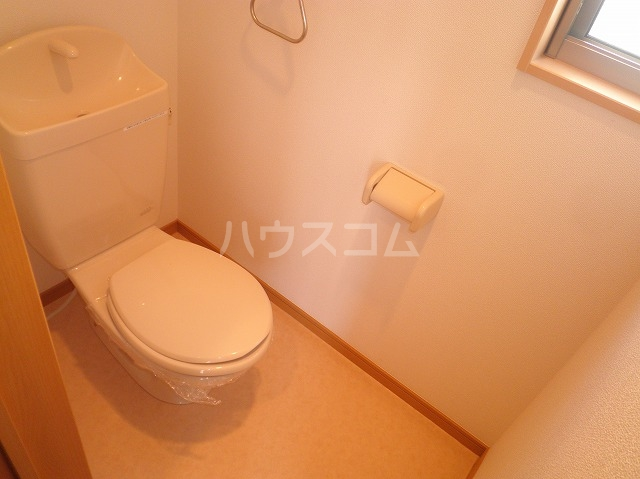 プチメゾンエクラのトイレ