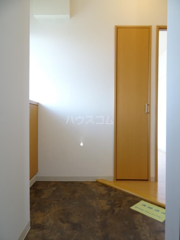 グランストーク北島 201号室の玄関