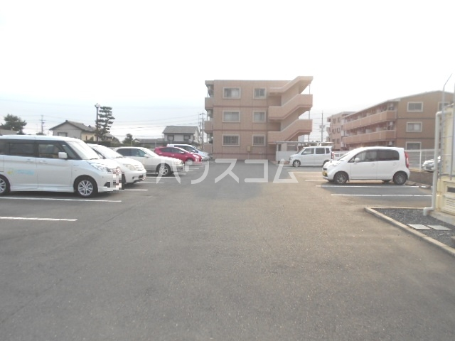 FINE GROWTH 301号室の駐車場