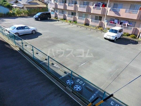 ローヤル石津Ⅱ 207号室の駐車場