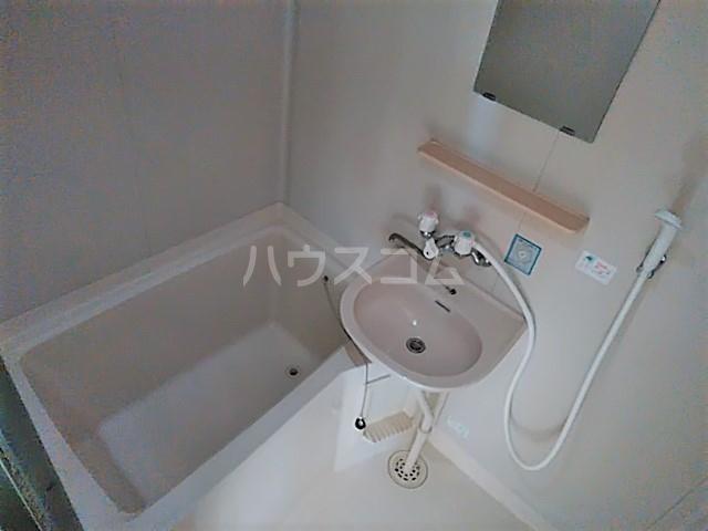 コーラルハイム平塚 202号室の風呂