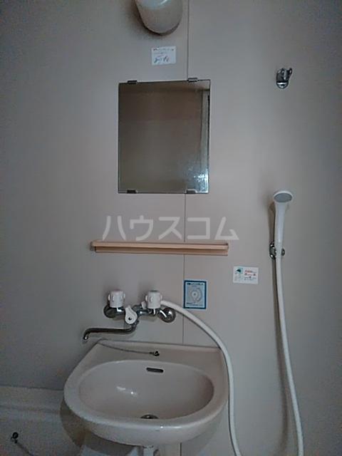 コーラルハイム平塚 202号室の洗面所