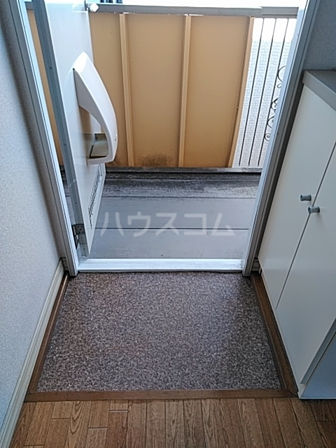 コーラルハイム平塚 202号室の玄関