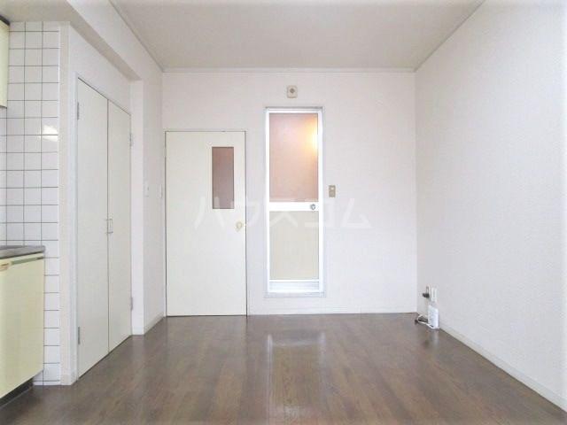 グレイス第2マンション 209号室のリビング