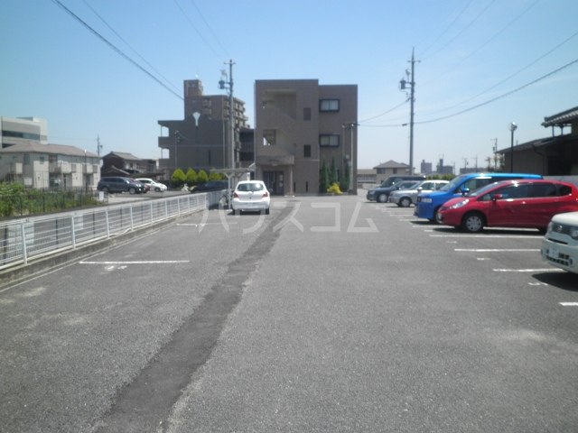 ベルサウンズ 102号室の駐車場