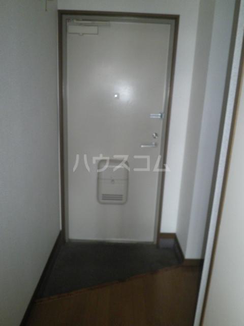 ベルサウンズ 102号室の玄関